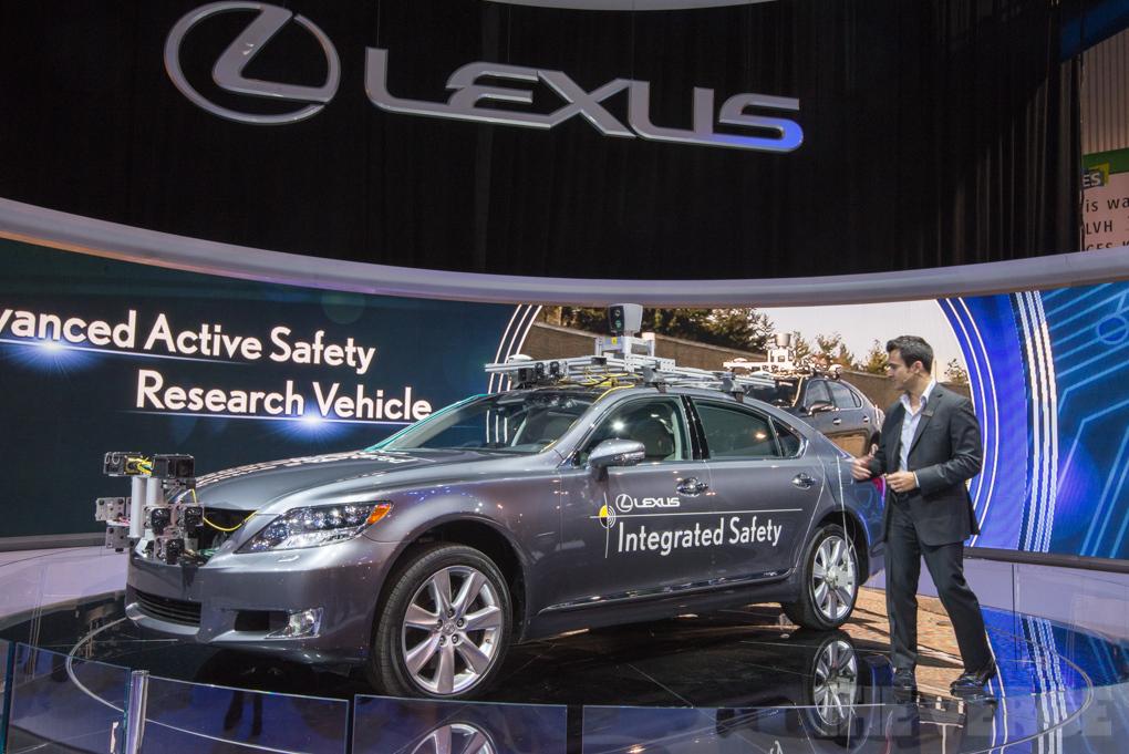 Lexus представили автомобиль с автономным управлением