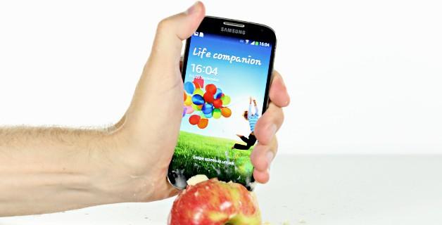 iOS vs Android: почему стоит отказаться от яблока и довериться Гуглу