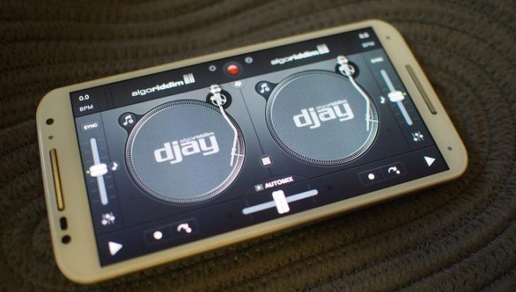 djay 2 – приложение для сведение треков на Android и iOS